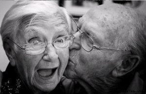 cute-old-love-couple-chick-kiss-adorable